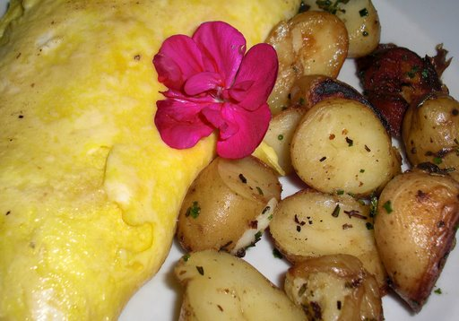 Spinach, fontina, mushroom omelet with home fries
